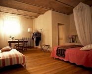 Tuscan holiday apartment room